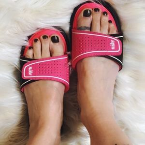 Nike women's Comfort Slides size 7 hot pink/black